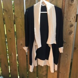 Long cardigan sweater with pockets